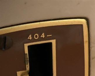 #9Singer 404 w/Beautiful Cabinet $75.00