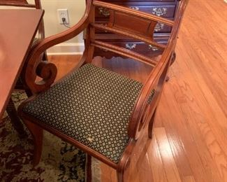 #14	Willet Gateleg Table w/6 chairs & 1 leaf  w/1 captain Chair & 5 other chairs   25.5-61x44Wx30   (does have some scratches on top)  w/table pads	 $425.00