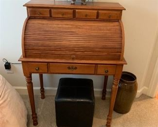 #40Wood Young Repubic Roll-top Desk w/3drawers & Cubby 31Wx20Dx43T $100.00