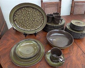 Francesca stoneware set.