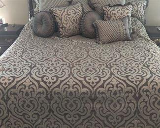 Tempur-Pedic Adjustable Lift/Massage King Size Bed-Like New