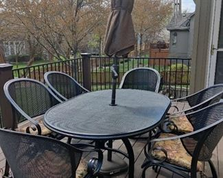 Like new Oval Pation Table and Six Chairs- Umbrella sold  separately!