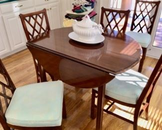 Gorgeous Mahogany Drop-Leaf Dining Table w/ 2 Leaves, 6 Chairs, Table Pads, & Glass Top