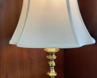 "CLEARANCE !  $2.00 NOW, WAS $12.00................Lamp 22"" tall (H075)"