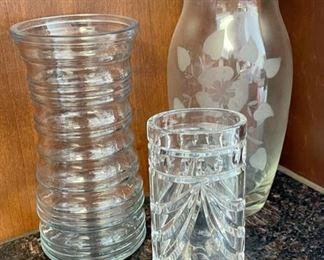 $8.00...............Vases (H060)