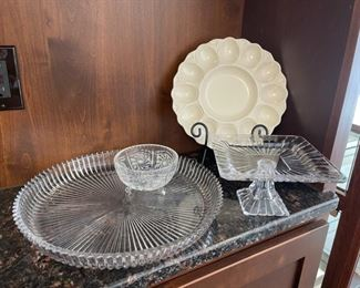 HALF OFF!  $6.00 NOW, WAS $12.00..................Glassware, Deviled Egg Plate and more rack not included (H057)