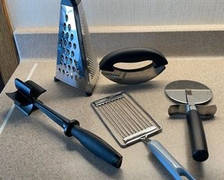 $12.00..................2 Pampered Chef Utensils and more (H038)