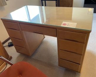 """$25.00..................Desk 45"""" x 23"""", 29"""" tall Glass Top (H020)"""
