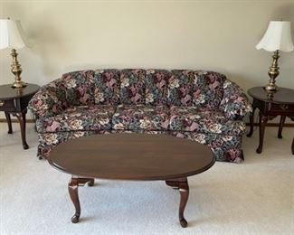 CLEARANCE !  $30.00 NOW, WAS $125.00....................Kincaid Furniture Coffee Table and Pair of End Tables (H007)