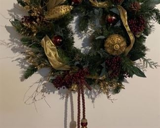 CLEARANCE !  $4.00 NOW, WAS $25.00..................Large Custom Christmas Wreath (H228)