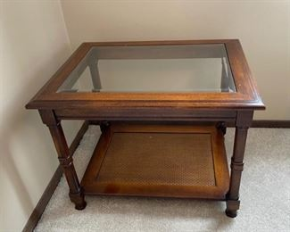"CLEARANCE !  $5.00  NOW, WAS $30.00.................End Table with Beveled Glass 27"" x 21"", 20"" tall (H346)"