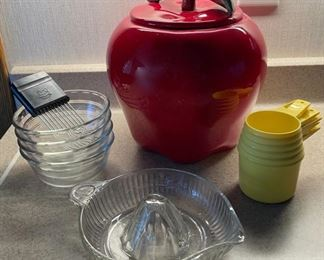 HALF OFF!  $10.00 NOW, WAS $20.00..............................Cookie Jar and more (H347)
