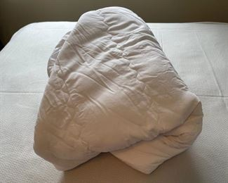 CLEARANCE !  $6.00 NOW, WAS $25.00......................Queen Size Mattress Pad, nice (H314)
