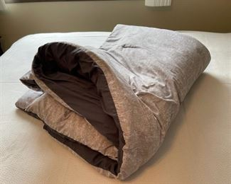 $16.00......................Queen Comforter Down Like Soft (H312)
