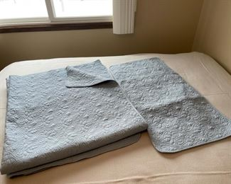 CLEARANCE !  $20.00 NOW, WAS $50.00..........................King Size Bed Spread and 2 Pillow Shams (H309)