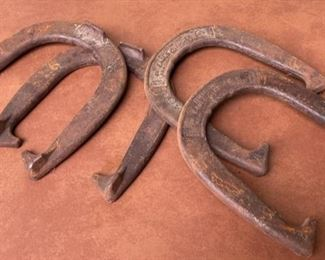 CLEARANCE !  $4.00 NOW, WAS $16.00..................Large Horse Shoes (H434)