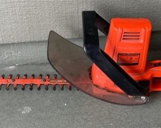 CLEARANCE !  $4.00 NOW, WAS $20.00..................Electric Hedge Trimmer (H410)
