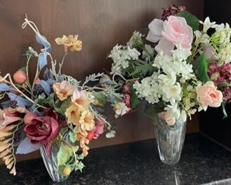 HALF OFF!  $8.00 NOW, WAS $16.00......................Floral Decor Heavy Glass Vases (H408)