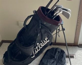 HALF OFF!  $50.00 NOW, WAS $100.00........................Titleist Golf Bag, Taylormade 300T 9.5, Taylormade Burner Super Steel 3,5, Titleist DCI Oversize Irons 3-P (H399)