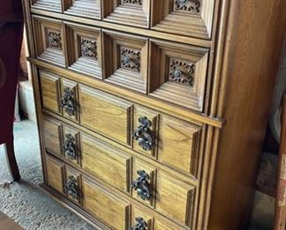 CLEARANCE !  $5.00 NOW, WAS $45.00..............Upright Dresser (HH3)