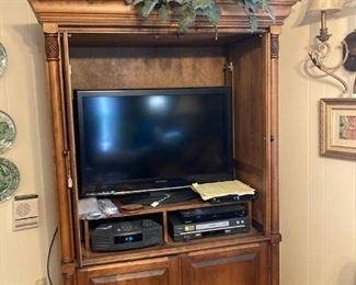 Beautiful Oak Cabinet                                                                        TV    Bose Radio    DVD Player  NOT for sale