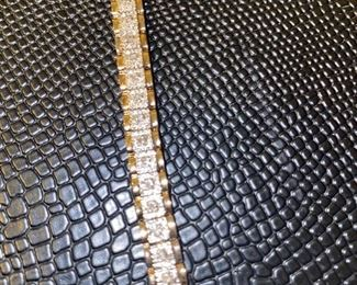 10K GOLD DIAMOND TENNIS BRACELET