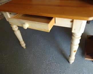 Ethan Allan Table with 2 leaves to match sideboard