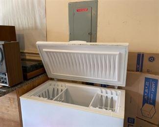 Freezer chest