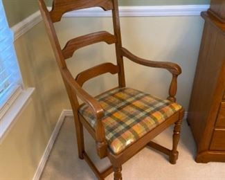 $225 4 chairs & 2 armchairs includes table