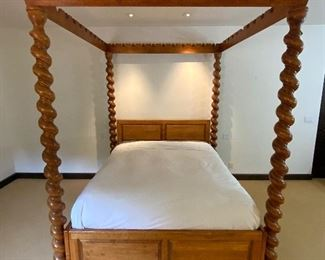 Impressive Solomonic Twist Canopy Bed w/Ball Crown - GR 4.  Available ONLINE ONLY @ www.scavengersparadise.com                                              Please read all Terms & Conditions before purchasing.