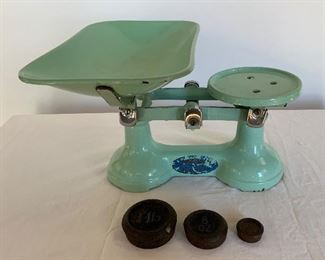 Vintage Mint Green Enamel Scale K6.  Available ONLINE ONLY @ www.scavengersparadise.com                                              Please read all Terms & Conditions before purchasing.