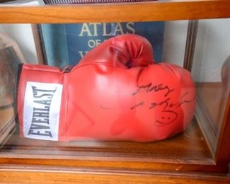 Sugar Ray Leonard autographed boxing glove