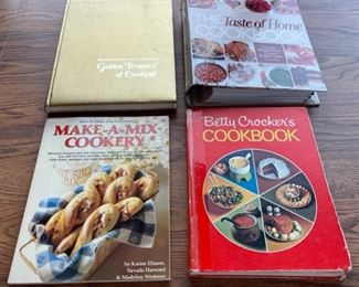 CLEARANCE !  $2.00 NOW, WAS $8.00.......................Cookbooks (S080)
