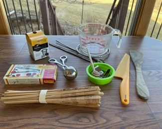 REDUCED!  $4.50 NOW, WAS $6.00.....................Kitchenware, Chopsticks and more (S060)