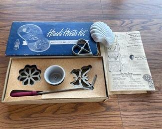 $20.00........................Vintage Handi Hostess Kit Rosette Maker (S064)