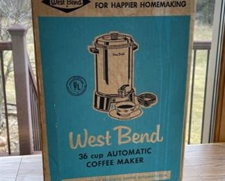 HALF OFF!  $7.00 NOW, WAS $14.00....................West Bend Coffee Maker (S045)