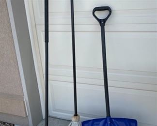 CLEARANCE !  $5.00 NOW, WAS $14.00.....................Broom, Shovel and Mop (S034)