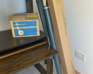 CLEARANCE !  $6.00 NOW, WAS $30.00....................Arequipt 100 Series Projector and Screen (S165)