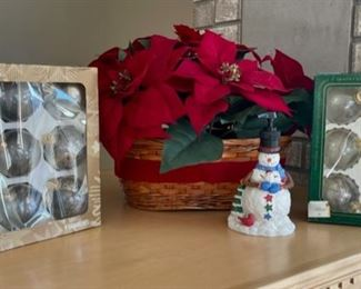 CLEARANCE!   $2.00 NOW, WAS $6.00...............Christmas Decor (S146)