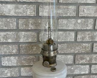 HALF OFF! $25.00 NOW, WAS $50.00....................Vintage Aladdin Lamp (S143)