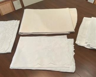 REDUCED!  $6.00 NOW, WAS $8.00.....................Linens (S139)
