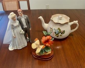 CLEARANCE !  $3.00 NOW, WAS $12.00....................Teapot, Bride and Groom and Butterfly Decor (S117)