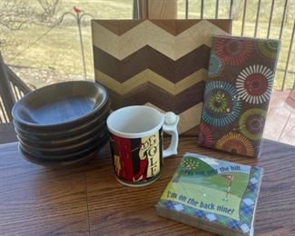 REDUCED!  $9.00 NOW, WAS $12.00................Cutting Board, Napkins and more (S101)