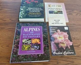 CLEARANCE !  $2.00 NOW, WAS $8.00.................Gardening Books (S094)