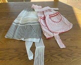 HALF OFF!  $6.00 NOW, WAS $12.00..................Vintage Aprons (S089)