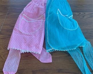 CLEARANCE !  $4.00 NOW, WAS $12.00................Vintage Aprons (S090)