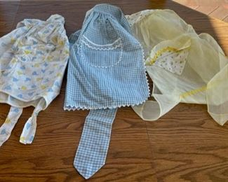 HALF OFF!  $6.00 NOW, WAS $12.00...............Vintage Aprons (S088)