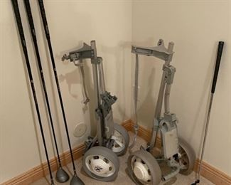 CLEARANCE !  $10.00 NOW, WAS $40.00...................Golf Clubs and 2 Golf Caddy's (S282)