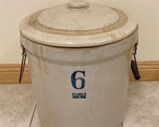 REDUCED!  $75.00 NOW, WAS $100.00.................Ruckels Stoneware #6 Crock with Lid Lid great condition, small chip in crock see next picture (S245)