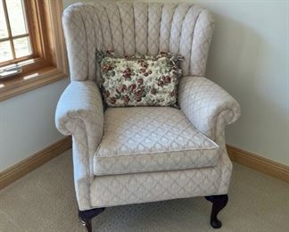 HALF OFF!    $100.00 NOW, WAS $200.00................Side Chair , like new (S334)